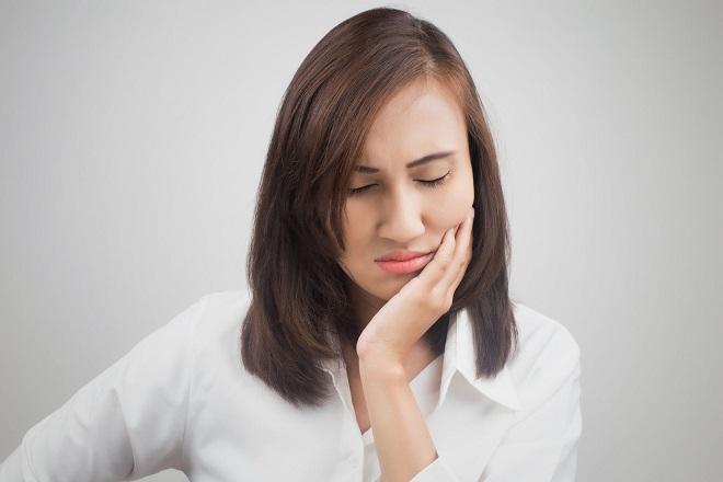 Vì sao sau khi sinh con xong lại buốt răng?