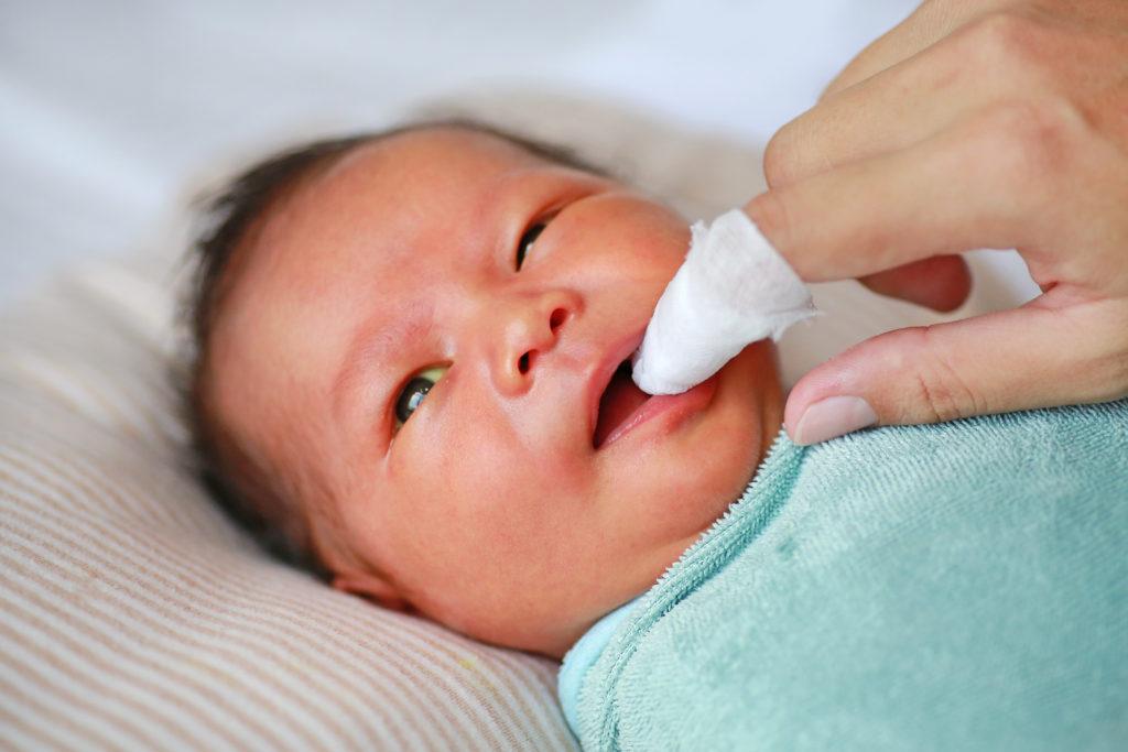 chăm sóc răng trẻ sơ sinh